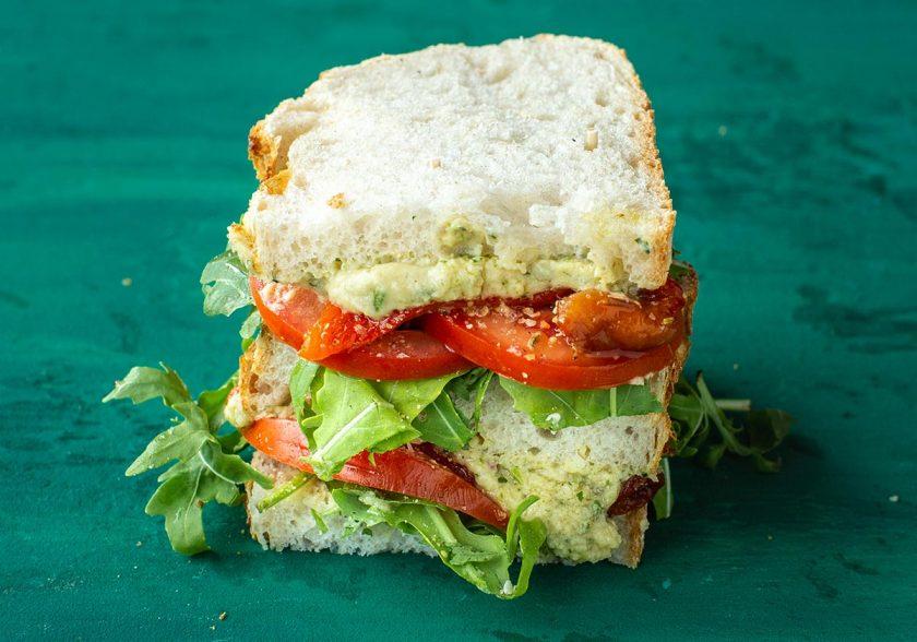 09_NF_Sandwich_ZuurdesemHumousVEGAN